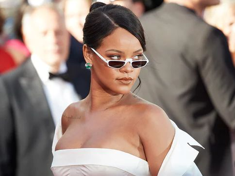 Religious collective in Senegal accused Rihanna of being a Freemason.