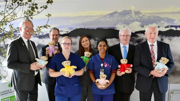 Freemasons give 140 teddy bears to children