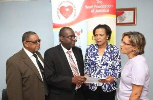 Freemasons donate to Heart Foundation
