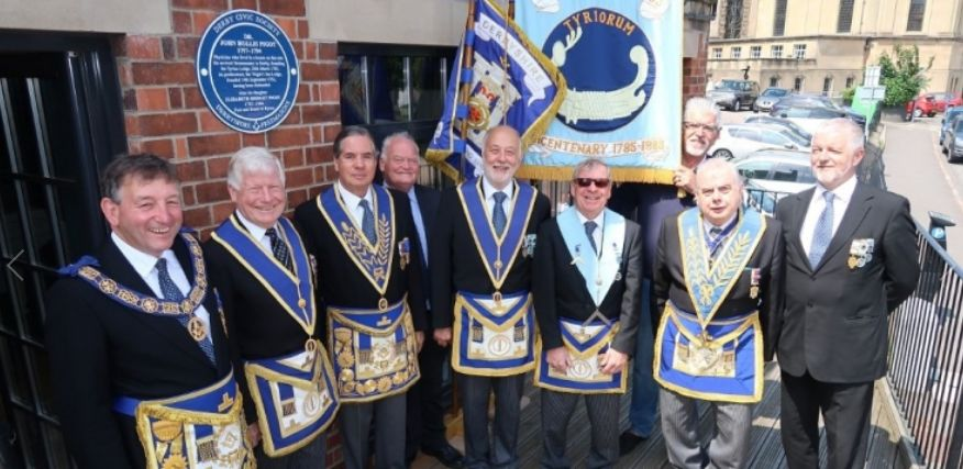 Blue plaque commemorates Derbyshire Freemason