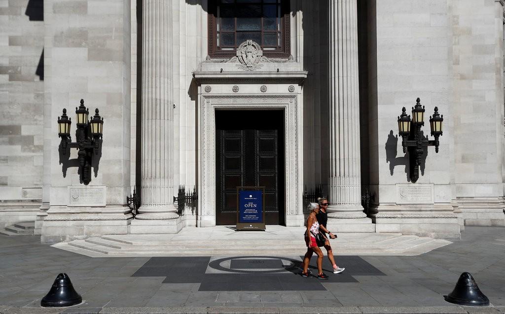 NYT: English Freemasons Open the Door to Transgender Members