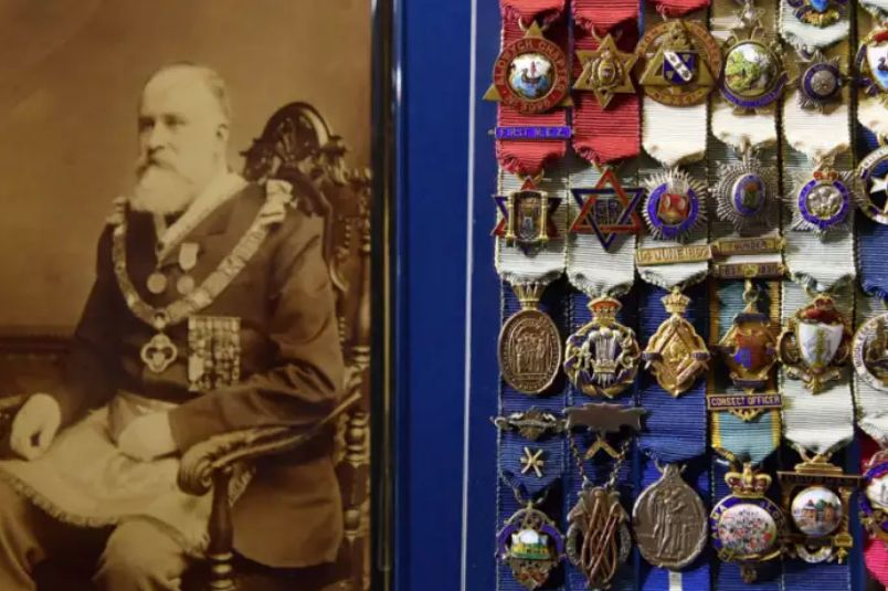 Symbols of defiance and rank, an insight into Freemasons' jewels