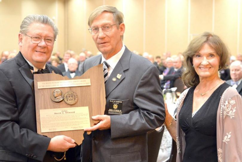 Ohio: Judge Ellwood receives highest Lodge honor
