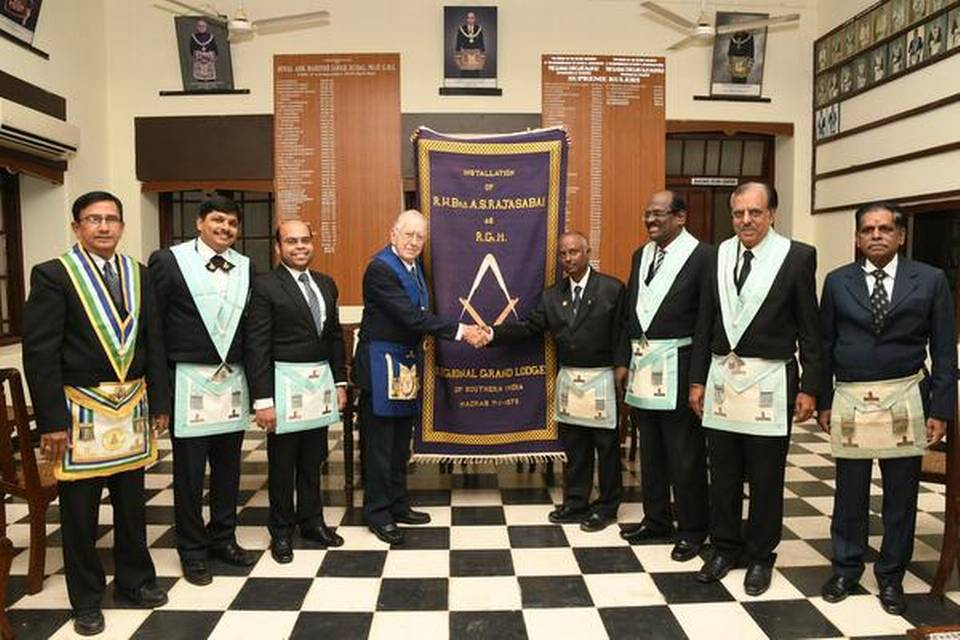 How an Australian travelled to Madurai to return a Freemasons mat