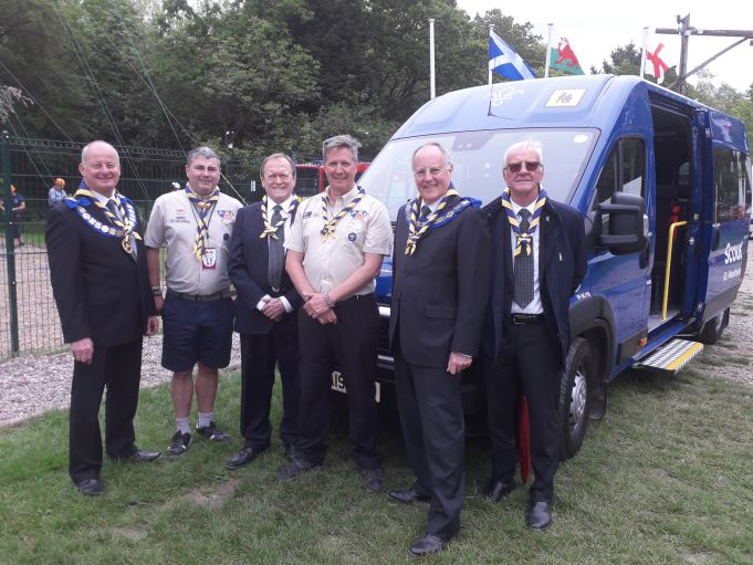 England - Freemasons give minibus to local Scouts