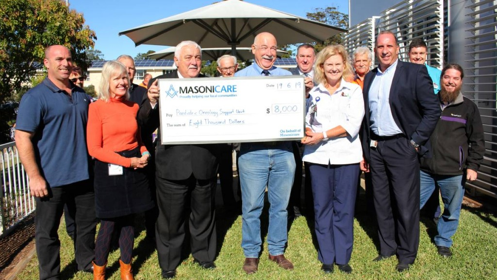 Australia - Masonic Lodges donate $8000 to Cancer Institute