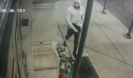 US - Arsonist tosses Molotov cocktail at historic Masonic Hall in Manhattan