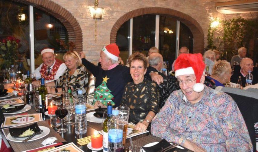 Spain - Local Freemasons sing Carols for charity
