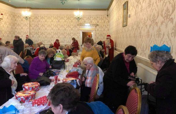 England - Freemasons bring festive joy to vulnerable elderly people in South Shields