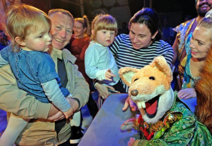 England - Boom Boom! Children enjoy panto treat thanks to Berkshire Freemasons