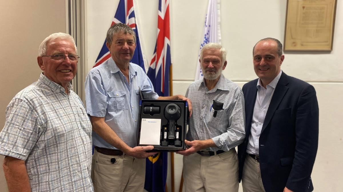 Australia - Freemasons donate thermal imaging camera to firefighters