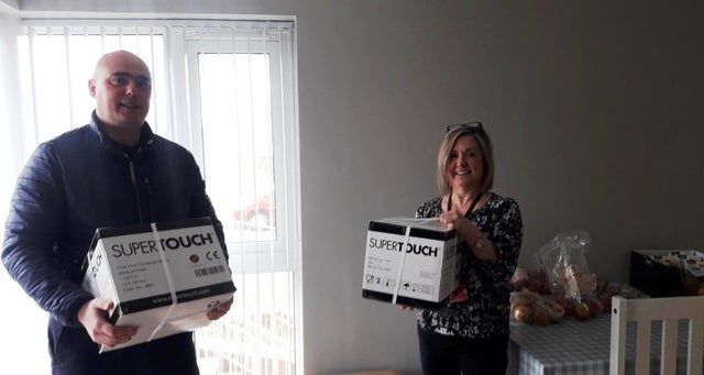 Northern Ireland - Freemasons donate 2,000 safety gloves to Simon Community