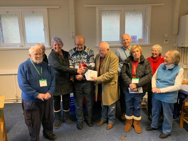 England - Midhurst Freemasons donate £500 to foodbank