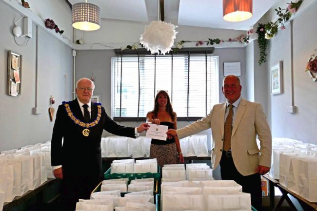 England - Gloucestershire Freemasons donate £2000 to local relief project