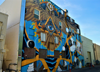 US - Northern California Artists Paint Masonic Mural