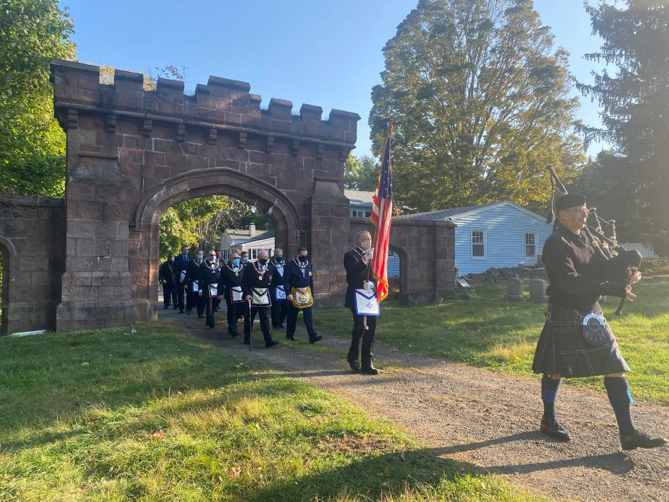 Connecticut/US - Cemetery cleanup honors Meriden's history, Masonic lodge founders