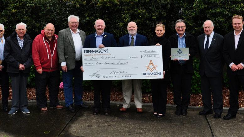 Australia - Freemasons donate $8,000 to Camp Breakaway
