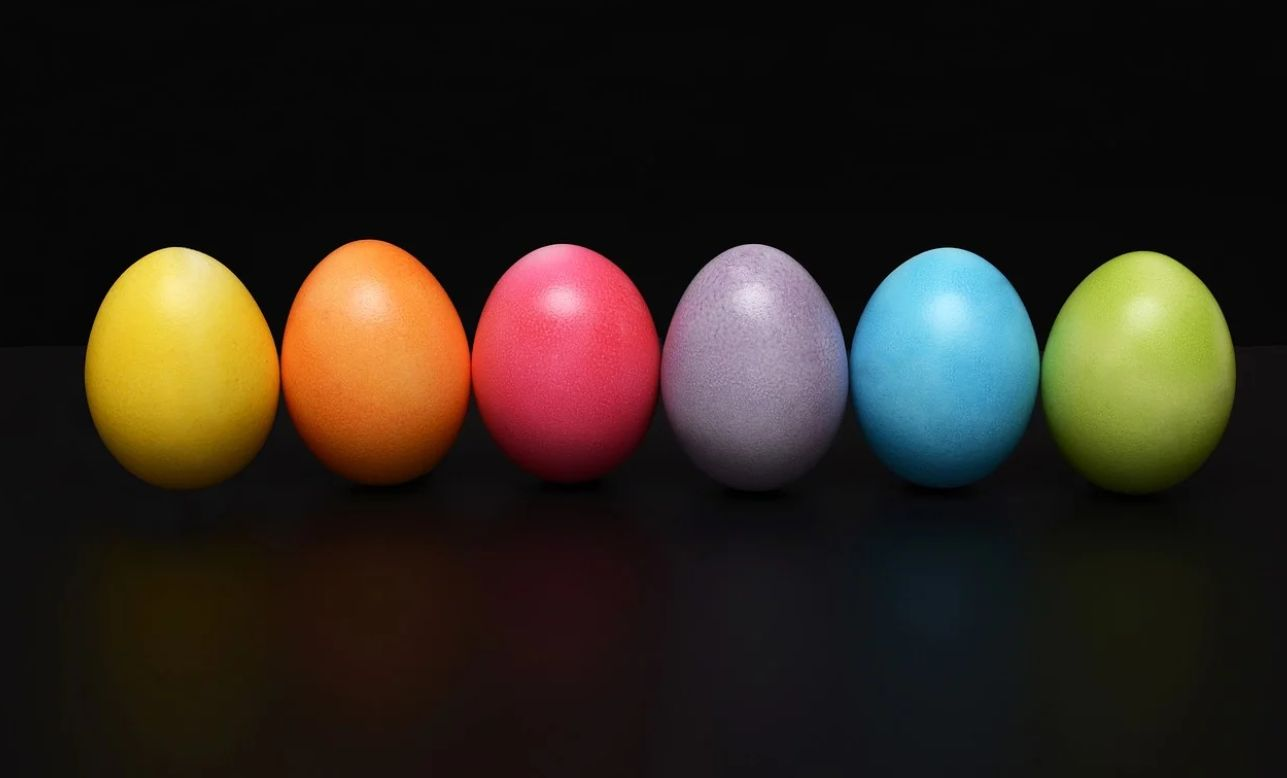 ENGLAND – WARWICKSHIRE FREEMASONS TEAM UP WITH CHARITY AND SUPERMARKET TO DONATE THOUSANDS OF EASTER EGGS TO CHILDREN