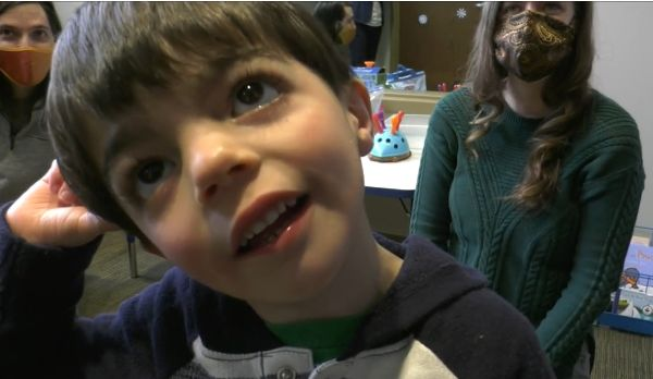 Minnesota/U.S. - Kids find a way with words at free Masonic Children's Clinic