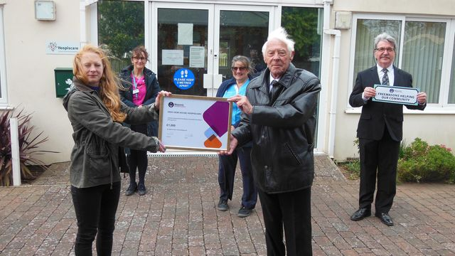 England - Exmouth Hospiscare centre gets cash boost from Freemasons