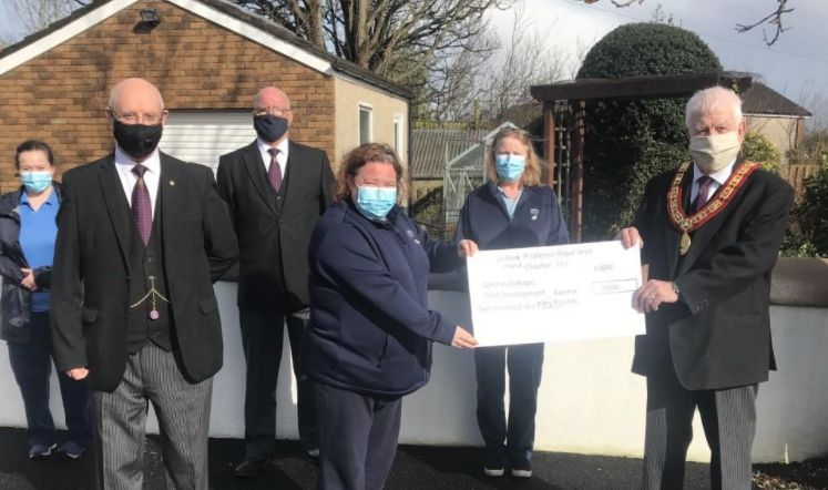 Scotland - Hundreds of pounds handed over to good cause by Kelty Freemasonry group