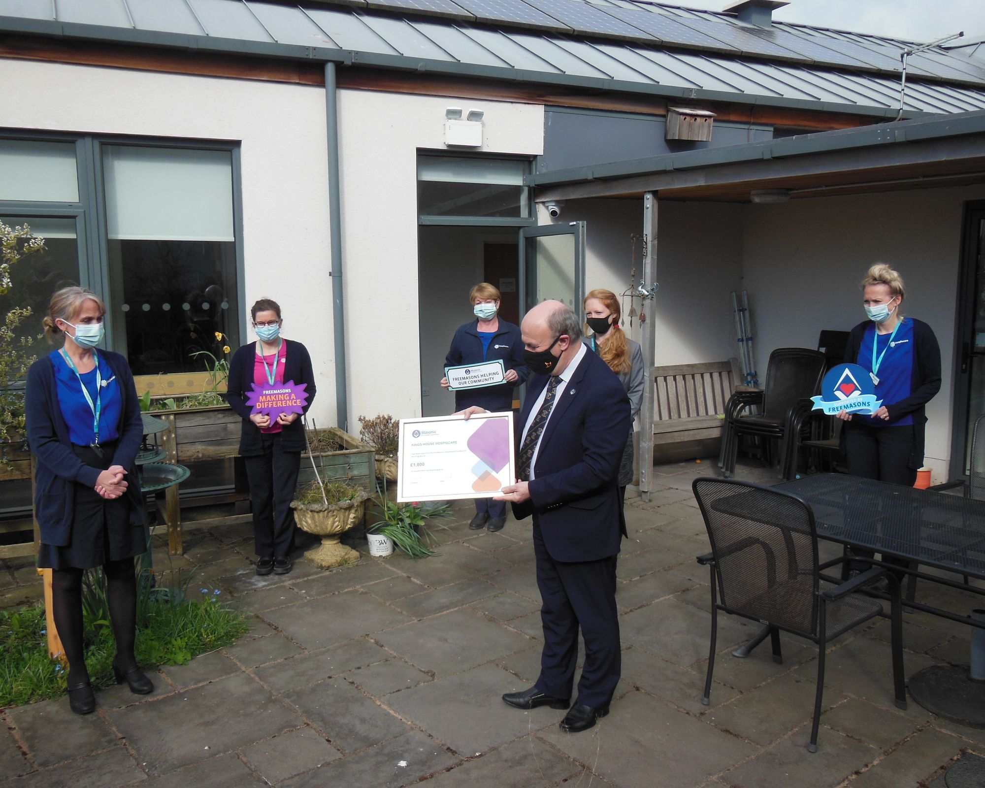 Devonshire/England - Freemasons donate £1,000 to Hospiscare's Kings House in Honiton