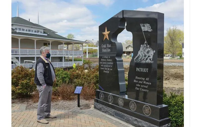 Illinois/U.S. - Gold Star families memorial monument keeps moving forward