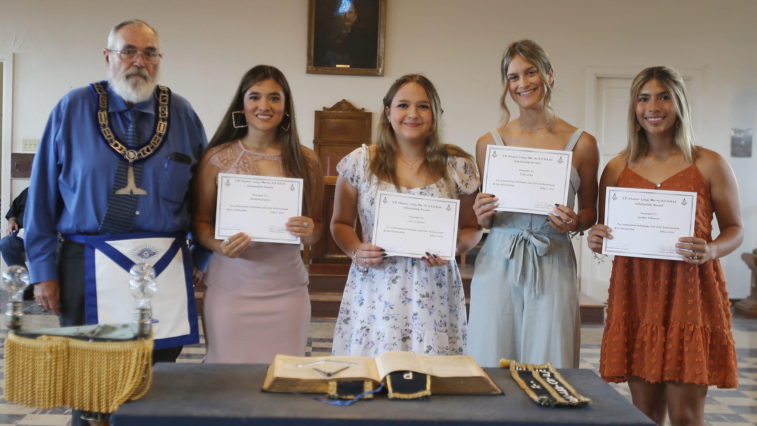Texas, U.S. - Area graduates receive scholarships from S.B. Mosser Masonic Lodge #912