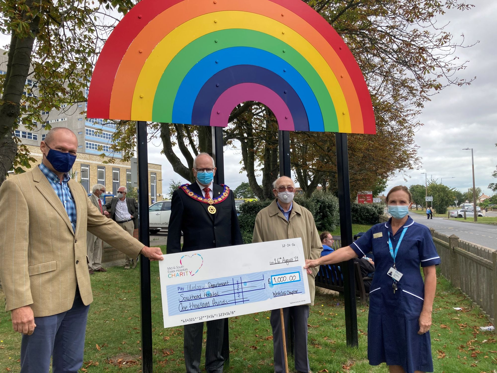 Essex/England - Cancer support group receives £1,000 donation from Southend Freemasons