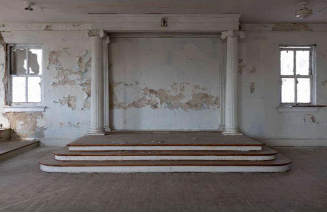 North Carolina/U.S. - Uncover the secrets of this abandoned Masonic temple